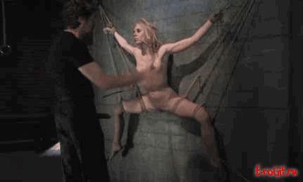 Порно гифки БДСМ, издеваются над девушками, или они издеваются, потому что парням нравится садизм и мазохисты.